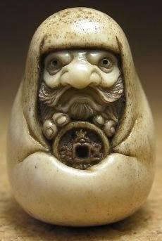 Sculpture of Bodhidharma holding a wu zhu () coin