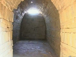 Interior of Southern Dynasty brick tomb discovered in Xiangyang City.