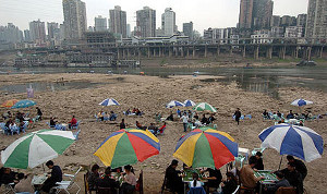 Chongqing residents playing mahjong on the Jialing River