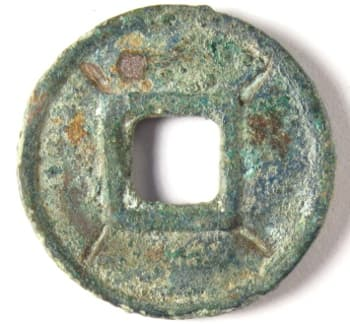 Da Quan                 Wu Shi coin cast during reign of Wang Mang with four                 lines radiating from square hole on reverse side
