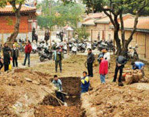 """Golden juice"" being dug up at Cheng Tian Temple"