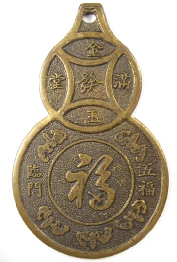 "Old Chinese gourd           charm displaying bats representing the ""five           blessings"", ""five happinesses"" or ""five           good fortunes"""