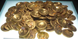 Gold pie (jin bing 金饼) money unearthed from a Han Dynasty tomb