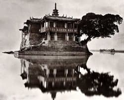 Photograph                                 of the Jinshan Temple of Fuzhou taken by                                 John Thomson