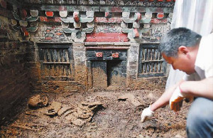 The extraordinary interior paintings of the Ming Dynasty tomb discovered in Longshan Village