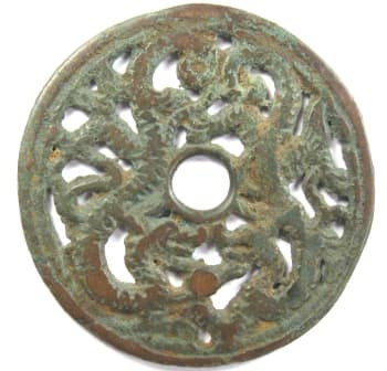 Open work charm with the heads of two dragons facing each other