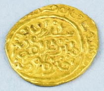 "Unknown gold coin with inscription written in a ""rare type"" of Arabic"