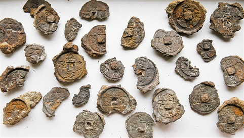Examples of moulds used to cast Northern Song iron coins discovered at Yuncheng's salt lake
